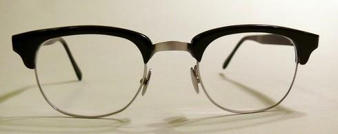 büffelhornbrille-mit-steg-aus-federstahl-und-titan